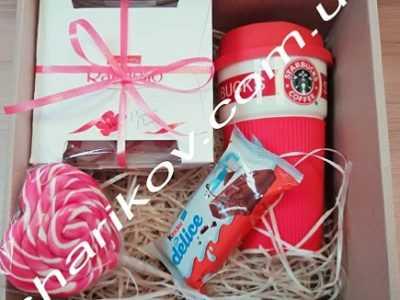 Не знаешь что подарить на Новый год и день Святого Николая? Мы уже подумали за Вас отличные подарочные наборы!